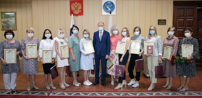 Олег Хорохордин встретился со стобалльниками и их учителями