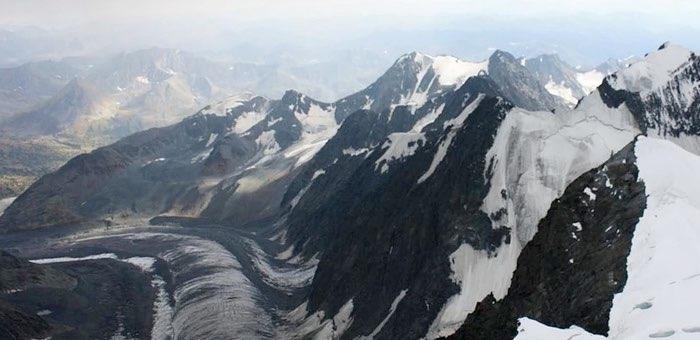 Межгосударственный авиационный комитет начал расследование происшествия с вертолетом на Белухе