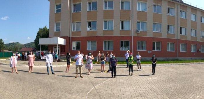 «Врачи мира за мир»: волонтеры провели акцию для медработников