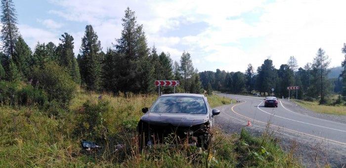 Три человека попали в больницу после аварии на Семинском перевале