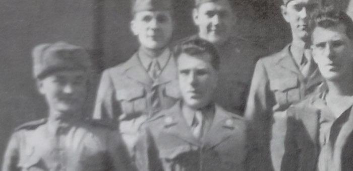 Солдат из Улагана с американскими военными в Берлине: история одной фотографии