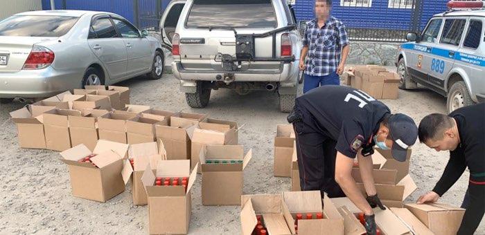 «Подарок родным»: мужчина вез в Усть-Кан 940 бутылок нелегальной водки