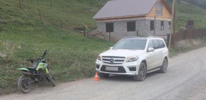 Юный нетрезвый мотоциклист протаранил Mercedes-Benz в Элекмонаре