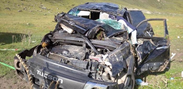 Не вписалась в поворот: молодая горожанка разбила машину на Чуйском тракте