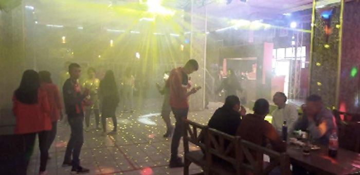 В барах и ночных клубах Горно-Алтайска грубо нарушают «антиковидные» нормы