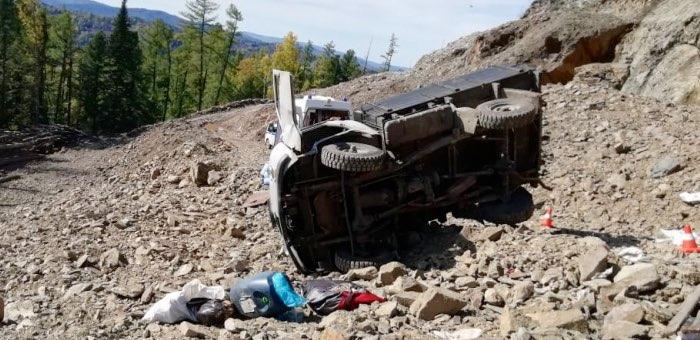 На склоне горы опрокинулся УАЗ сборщиков кедрового ореха