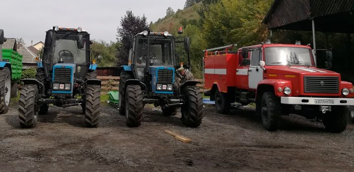 Лесоводы республики получили колесные тракторы и пожарную автоцистерну