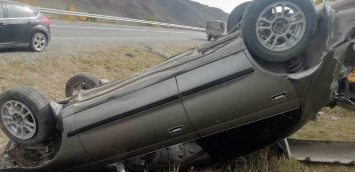 На Чуйском тракте перевернулась Toyota Corona