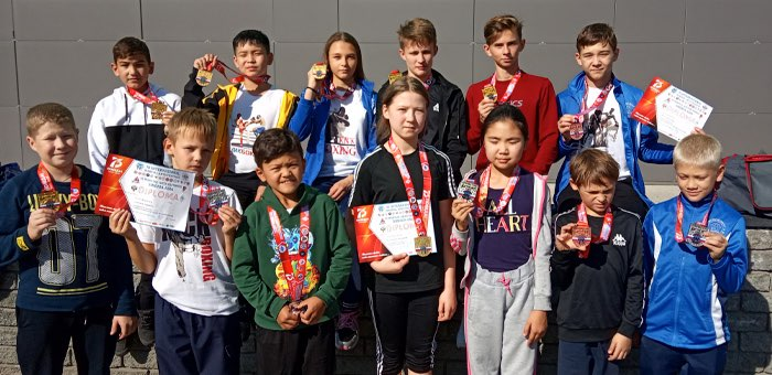 Спортсмены из Горно-Алтайска успешно выступили на соревнованиях по кикбоксингу в Барнауле