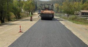 На дороге Чоя – Сейка – Ынырга укладывают асфальтобетонное покрытие