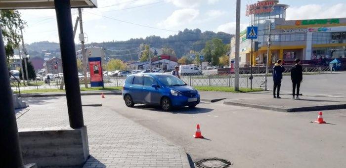 Девушка сбила пожилую горожанку на парковке торгового центра