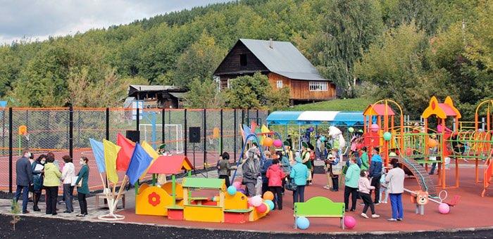 В Горно-Алтайске открыли новую детскую площадку