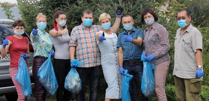 Сотрудники Минприроды провели субботник на берегу Улалушки