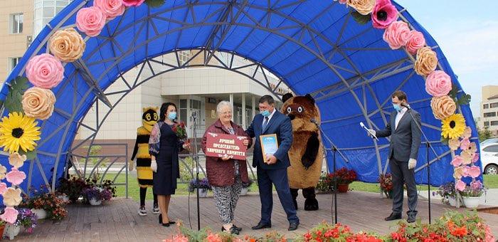 В Горно-Алтайске выбрали лучшего председателя уличного комитета, лучший дом, двор и ТСЖ