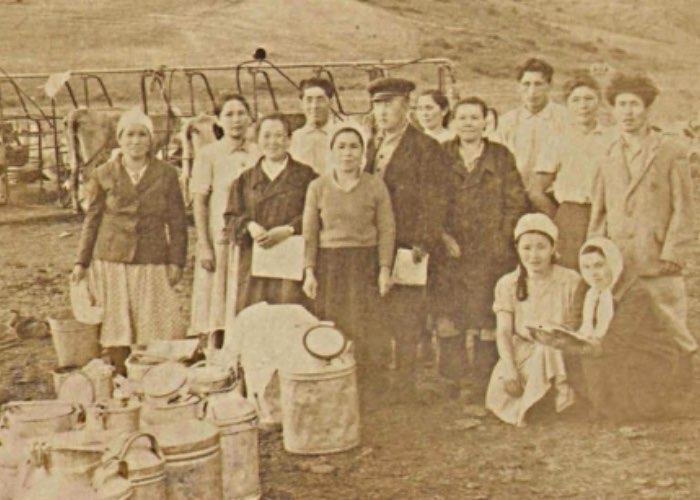 Работники и доярки Элекмонарского колхоза