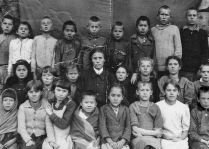 Дети из села Чепош, собиравшие табак