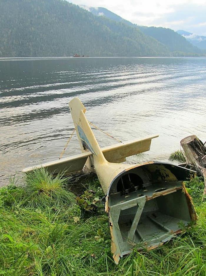 У кордона Байгазан на Телецком озере всплыл обломок потерпевшего крушение самолета
