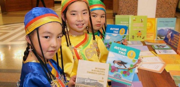 Полилингвальную модель обучения алтайскому языку внедряют в Республике Алтай