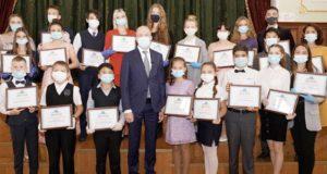 Талантливая молодежь и одаренные дети получили премии главы региона