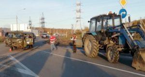 В Майме УАЗ столкнулся с трактором