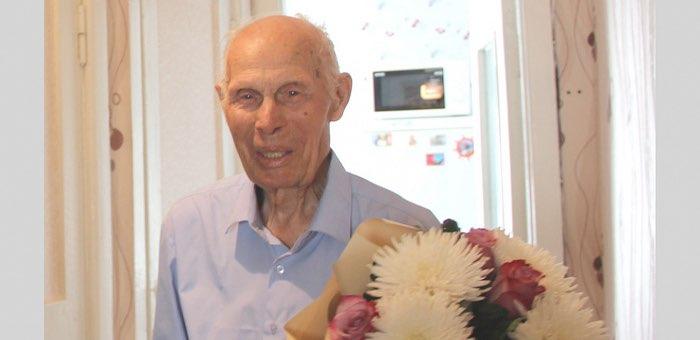 Ветеран Михаил Нечаев отмечает 95-летие