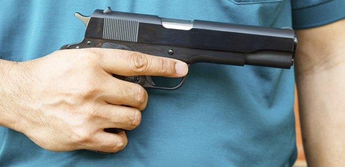 Мужчина выстрелил родственнику в живот из травматического пистолета