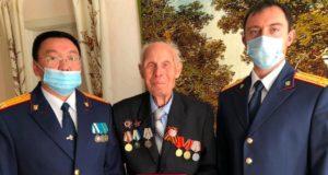 Сотрудники следственного управления поздравили ветерана с 95-летним юбилеем
