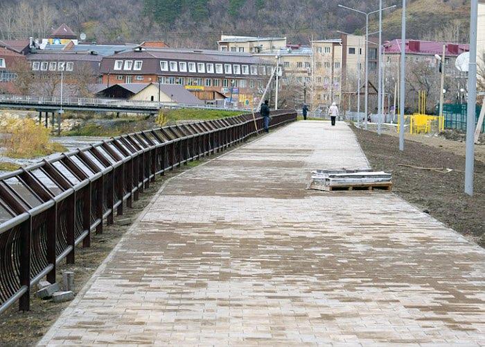 В Горно-Алтайске завершается благоустройство общественных и дворовых территорий