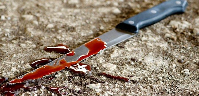 Житель Кош-Агача напал с ножом на родственника, который сидел с его детьми