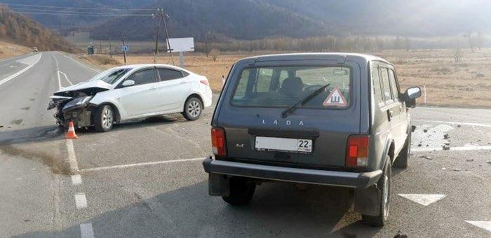 Два автомобиля не смогли разъехаться на Чуйском тракте
