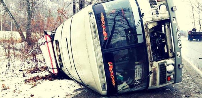 Автобус перевернулся в результате ДТП около Соузги