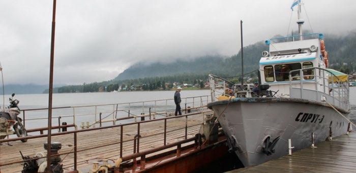 Капитан теплохода незаконно перевозил по Телецкому озеру людей и автомобили