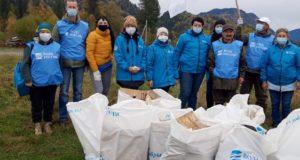 75 мешков мусора собрали на берегах Телецкого озера в ходе субботника