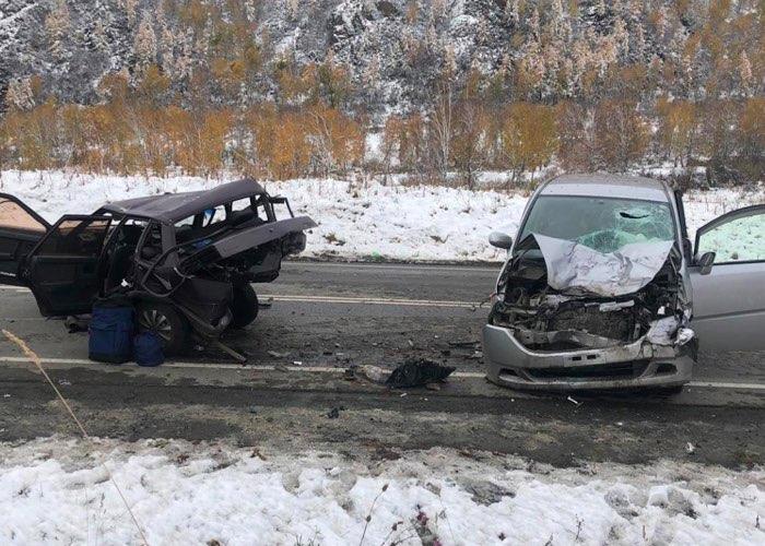 Жесткое ДТП на Чуйском тракте: недалеко от Мыюты столкнулись два автомобиля
