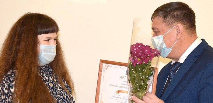 Лучшие студенты и добровольцы получили премии мэра