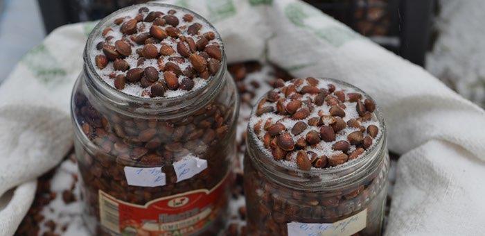 42 мешка кедрового ореха похитили из кафе на Семинском перевале