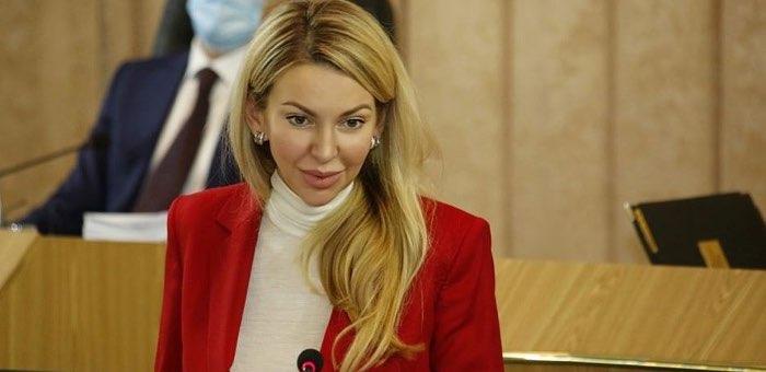 Екатерина Поварова рассказала депутатам о развитии лесной отрасли