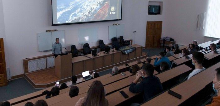 Студенты встретились с руководителем Центра развития Республики Алтай