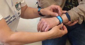 Пожилым людям выдадут «браслеты помощи»
