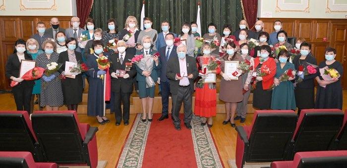 Жителям Республики Алтай вручили государственные награды
