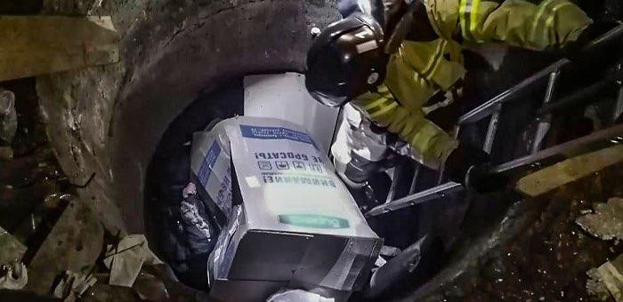 Мужчина едва не погиб в бетонном колодце в Горно-Алтайске