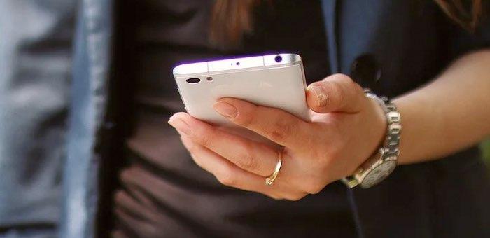 Женщина установила на смартфон «уникальное приложение» и потеряла 188 тысяч рублей
