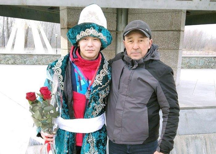 Призера первенства мира по самбо торжественно встретили на границе Республики Алтай