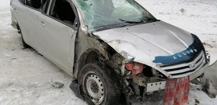 На Чемальском тракте перевернулась машина, водитель и пассажир госпитализированы