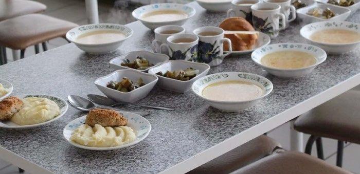 «Чужих детей не бывает». ОНФ помог детям из соседнего региона бесплатно питаться в Республике Алтай