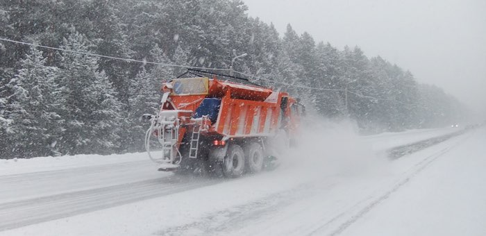 16 дорожных машин будут обслуживать зимой подъезд к Телецкому
