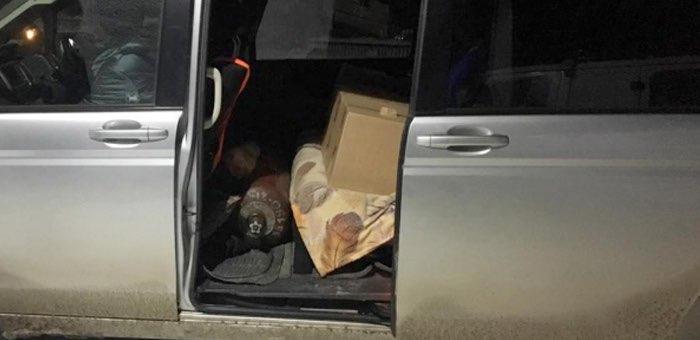 «Затарился» на Новый год: полицейские изъяли у мужчины 80 бутылок безакцизной водки