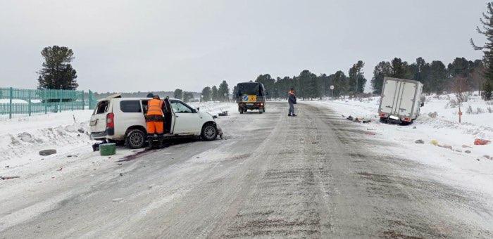 На вершине Семинского перевала столкнулись два автомобиля