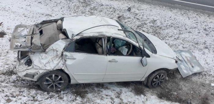 Нетрезвый водитель перевернулся на Чуйском тракте на Toyota Corolla