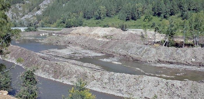 Золотодобытчики заплатят более миллиона за загрязнение воды в реке Чулта